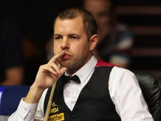 Barry Hawkins continued his impressive form in the first round