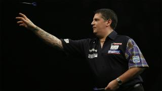 Gary Anderson in action at the oche