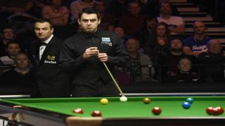 Ronnie O'Sullivan remains on course for a sixth UK title