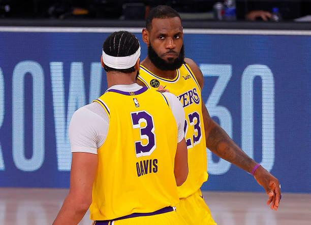 Anthony Davis y LeBron James.