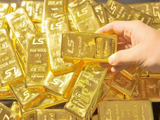 Investors can either purchase physical gold or gold ETFs when dabbling in precious metals.