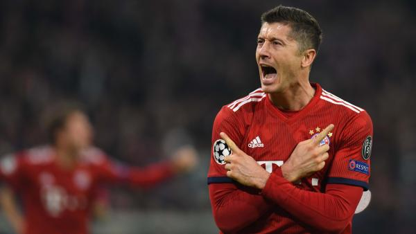 Robert Lewandowski celebrates 1280.jpg