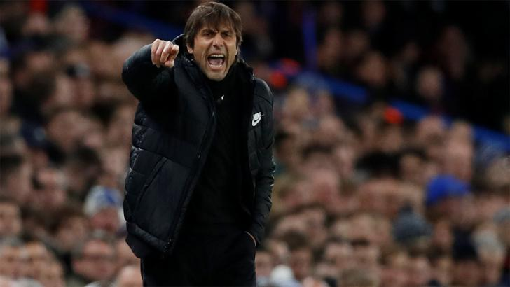 Chelsea manager Antonio Conte shouting orders at his players