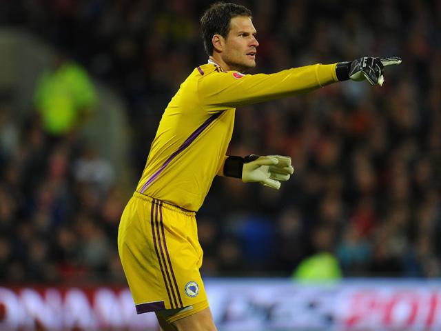 It is being reported that Chelsea will sign Asmir Begovic to replace Arsenal-bound Petr Cech