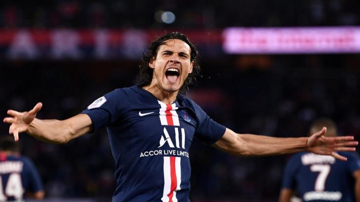 Edinson Cavani celebrates scoring for PSG