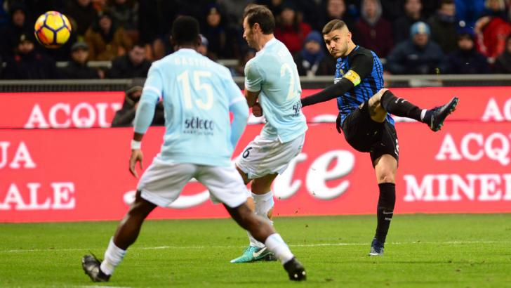 Mauro Icardi of Inter shoots against Lazio