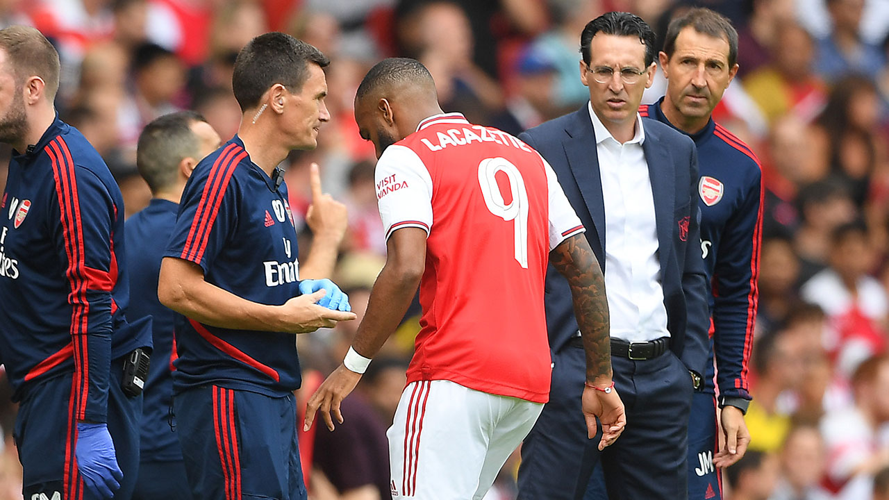Lacazette-Emery-Arsenal-2019.jpg