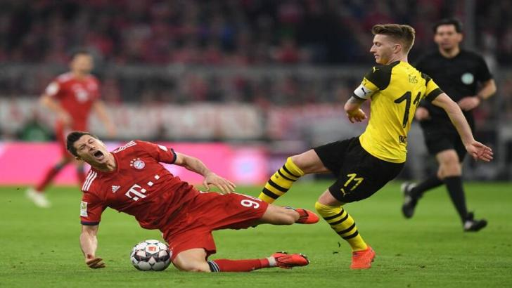 Lewandowski clashes with Dortmund's Reus