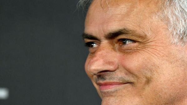 Mourinho smiling 1280.jpg