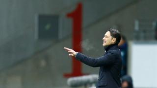 Frankfurt boss Nico Kovac issues instructions to his players