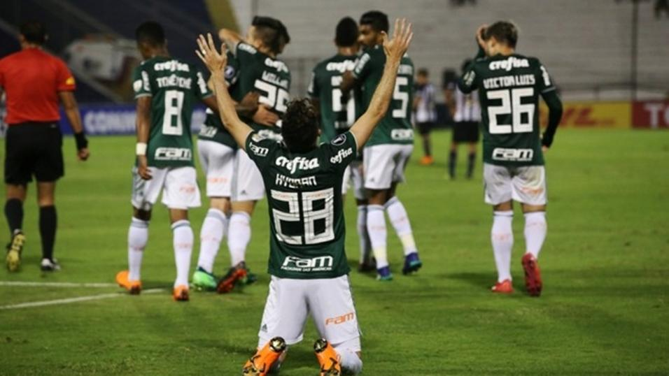 Players of Palmeiras celebrate