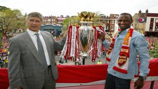 Invincibles - Wenger and Viera hold the Premier League trophy in 2004