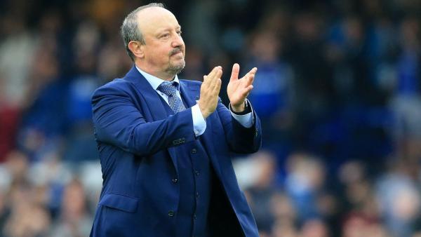 benitez bertepuk tangan untuk Everton.jpg