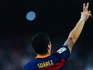 Keeping up with rapid players like Luis Suarez is part of the modern ref's lot