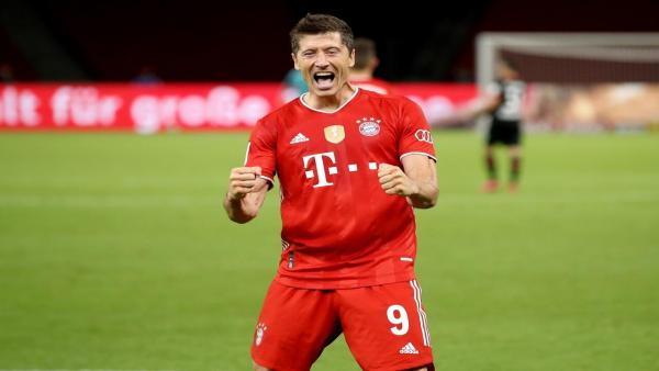 lewandowski fist pump 1280.jpg