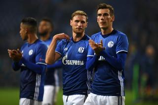 Schalke players applaud