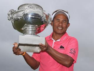 Thongchai Jaidee with the Open de France trophy