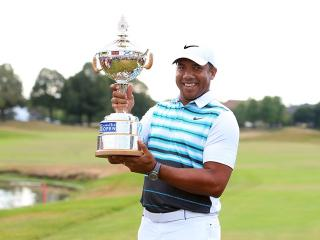 Jhonattan Vegas with the Canadian Open trophy