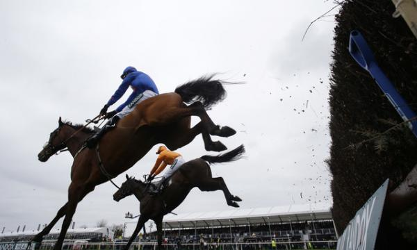 Aintree jumping.jpg