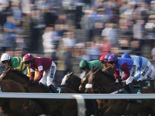 Racing returns to Aintree on Sunday afternoon