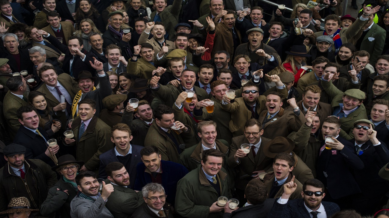 Cheltenham crowd - 1280.jpg