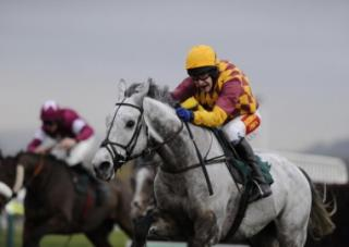 Dynaste runs in the Bowl Chase on Thursday
