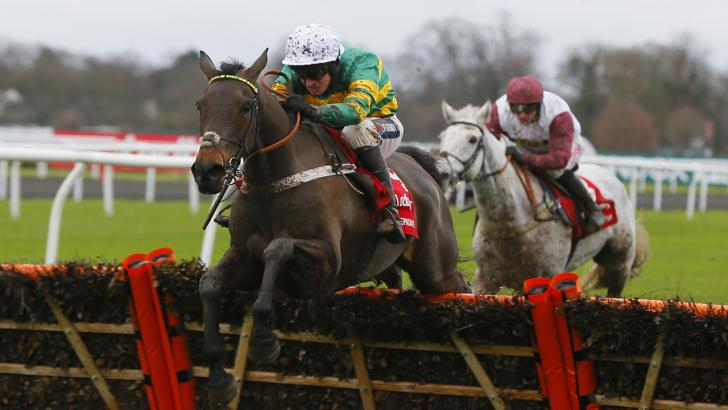 Epatante on her way to winning the Christmas Hurdle