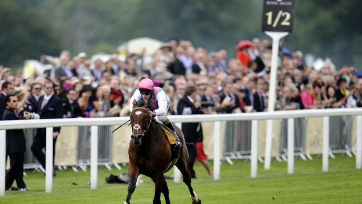 Frankel racing at Royal Ascot