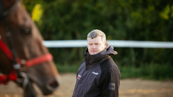 Gordon Elliott in yard looks to side 1280.jpg