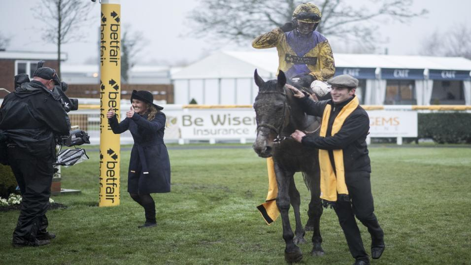 Kalashnikov wins the Betfair Hurdle in 2018