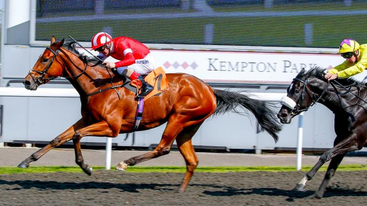 Horses running at Kempton