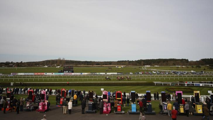 Horses running at Market Rasen