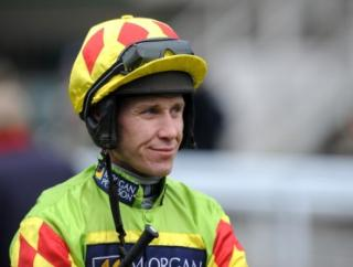 Richard Johnson rides Betfair Ascot Chase fancy Captain Chris