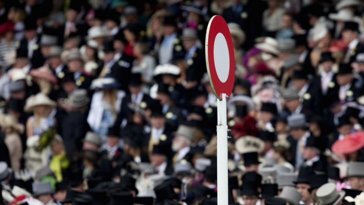 Royal Ascot crowd and finishing post