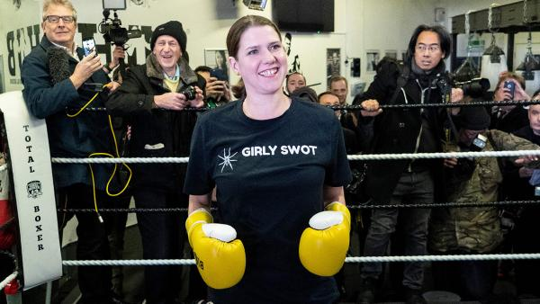 Jo Swinson boxing gloves centred 1280.jpg