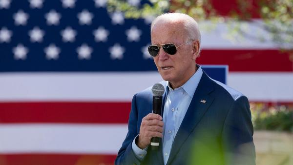 Joe Biden mic 2 1280.jpg