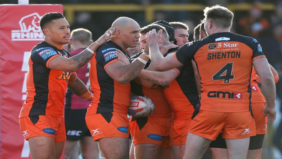 Castleford Tigers celebrate scoring against Hull