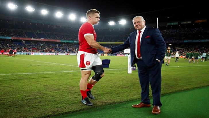 Warren Gatland consoles Jonathan Davies after their semi-final defeat