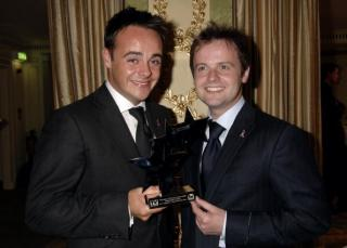 Who will Ant and Dec be presenting the jungle trophy to on Sunday?