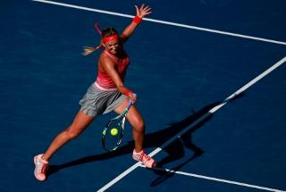Can Azarenka defeat the defending champion and favourite for the title?