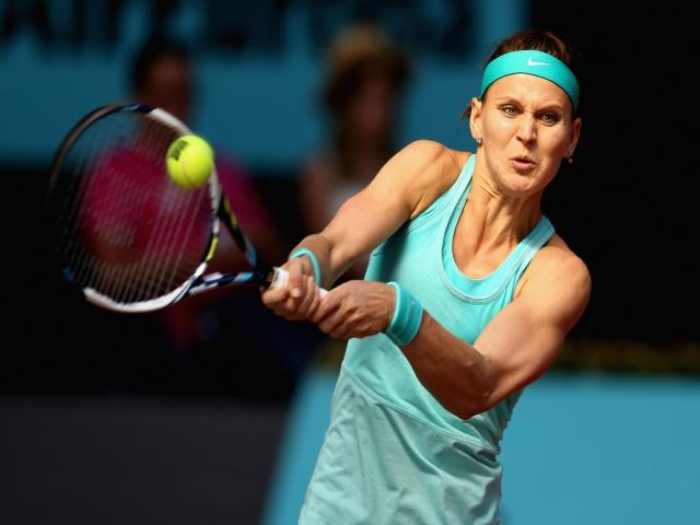 Lucie Safarova looks value against Coco Vandeweghe tonight...